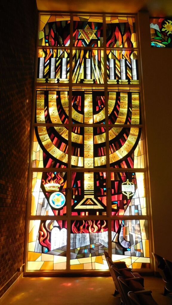 Minorah window